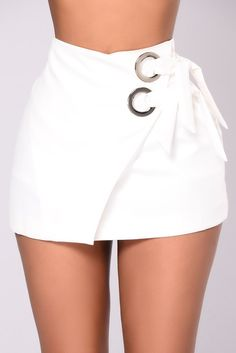Available in Black and White Woven Stretch Envelope Skirt Lining Short Silver Eyelet Detail Back Zipper Closure Polyester Spandex Retro Outfits, Cute Casual Outfits, Chic Outfits, White Skirts, Mini Skirts, Short Skirts, Black Mini Skirt Outfit, Sorority Recruitment Outfits, Envelope Skirt