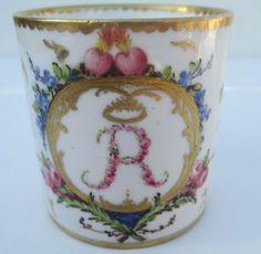 Belle tasse litron en porcelaine de Paris XVIIIe, fabrique Locré