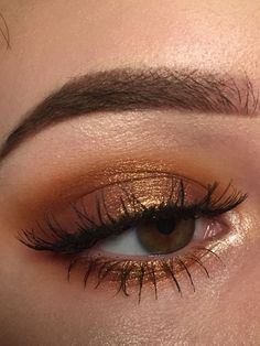 Warm makeup looks for the girl who loves autumn makeup ideas for wedding bridesmaid make up simple ideas wedding makeup Prom Eye Makeup, Gold Eye Makeup, Simple Eye Makeup, Smokey Eye Makeup, Eyeshadow Makeup, Wedding Makeup, Eyeshadow Palette, Easy Eyeshadow, Base Makeup