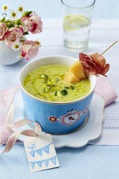 Zuchini-Suppe mit Melonen-Schinken-Spießen