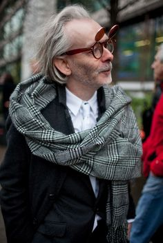 London Men's Fashion Week street style - Male - London Mens Fashion, Mens Fashion Week, Suit Fashion, Fashion News, Fashion Fashion, Der Gentleman, Fashion To Figure, Advanced Style, Mens Fall