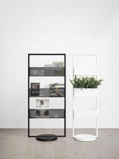 Office furniture: not the most appealing vorm of interior design. Lammhults makes the difference though, with their minimal office space. Office Furniture, Office Decor, Furniture Design, Brochure Display, Brochure Holders, Interior And Exterior, Interior Design, Shelving Systems, Storage Shelves