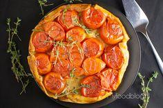 Een tarte tatin maak je normaal met appels, maar wist je dat je ook iets anders kunt gebruiken? Maak bijvoorbeeld een tomaten tarte tatin!