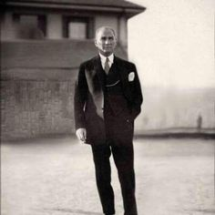 Mustafa Kemal Atatürk The start of Republic of Turkey 1923 Istanbul, Turkish Army, Holiday Pictures, Great Leaders, Historical Pictures, The Republic, Revolutionaries, Portrait, My Hero