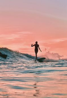 Surf Discover SURFING PINK Beautiful sunset picture from taken by the amazing Beach Aesthetic, Summer Aesthetic, Beach Vibes, Summer Vibes, Surf Van, Beautiful Sunset Pictures, Surfergirl Style, Surfing Pictures, Ocean Pictures