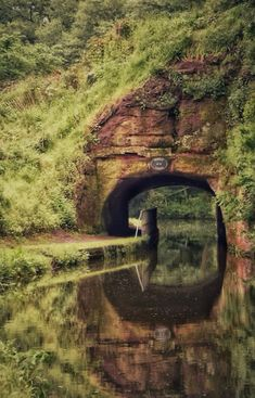 Staffs and Worcester canal at Kinver. Landscape Photos, Landscape Photography, Nature Photography, Canal Boats England, Wonderful Places, Beautiful Places, Narrowboat, Houseboats, Seen