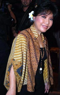 Anna Avantie is an Indonesian contemporary kebaya designer. She's the most expensive kebaya maker in Indonesia