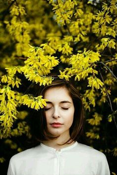 super Ideas for flowers photography portrait boho Photography Poses Women, Girl Photography, Fashion Photography, Photography Flowers, Photography Magazine, Yellow Photography, Forest Photography, Photography Aesthetic, Photography Ideas