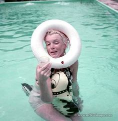 Hello and Welcome to the Marilyn Monroe Fan Site. Take a peek through the fine collection of Marilyn Monroe videos, photographs and gifs. Norma Jean Marilyn Monroe, Marilyn Monroe Life, Marilyn Monroe Photos, Milton Greene, Norma Jeane, Bombshells, Old Hollywood, American Actress, Candid