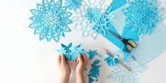 The Idiot Proof Guide To DIY-ing Paper Snowflakes How To Make DIY Paper Snowflakes in 2018 Paper Snow Flake Instructions The post The Idiot Proof Guide To DIY-ing Paper Snowflakes appeared first on Paper Ideas. Paper Christmas Decorations, Christmas Paper Crafts, Paper Crafts For Kids, Holiday Crafts, Christmas Crafts, Cubicle Decorations, Office Christmas, Foam Crafts, Merry Christmas