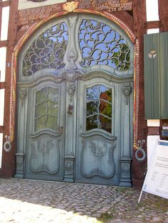 Love the detailing of the entry doors. You'll never see this at Home Depot...lol...