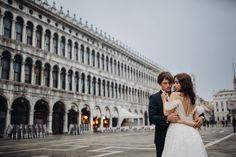 Sesja ślubna w Wenecji na placu świętego Marka Louvre, Film, Building, Travel, Movie, Viajes, Film Stock, Buildings, Cinema