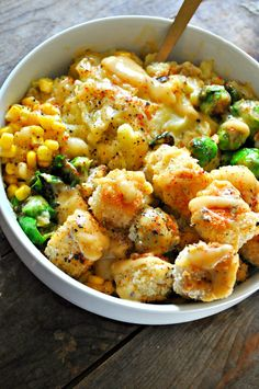 These vegan mashed potato bowls are so comforting. Super creamy mashed potatoes,… These vegan mashed potato bowls are so comforting. Super creamy mashed potatoes, crispy tofu and veggies, corn and the best/easiest vegan gravy! Whole Food Recipes, Cooking Recipes, Clean Eating Recipes, Healthy Recipes, Firm Tofu Recipes, Grill Recipes, Vegetarian Recipes No Beans, Cooking Games, Quick Vegan Recipes