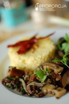 Soczewica z bakłażanem, szpinakiem i rodzynkami   http://www.dietetyk-proporcja.pl/blog/kategorie/przepisy/118-czarna-soczewica-w-stylu-arabski