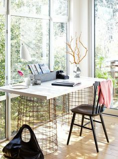 love this desk with the wire base httpcococozycom black white home office cococozy 5