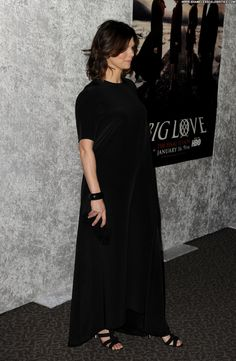 """Jeanne Tripplehorn Photos - Actress Jeanne Tripplehorn arrives at HBO's """"Big Love"""" Season 5 premiere at Directors Guild of America on January 2011 in Los Angeles, California. - Premiere Of HBO's """"Big Love"""" Season 5 - Red Carpet Big Love, Beautiful Celebrities, Red Carpet, Celebs, Poses, Actresses, Seasons, Hot, Sexy"""