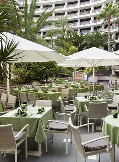 Hotel Seaside Sandy Beach**** Restaurant and terrace, lavish breakfast buffet with whole foods, lunch small hot and cold buffet, dinner hot and cold theme buffet, Barbecue and show cooking. #GranCanaria