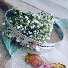 Happiness is homemade ❤ Dat is de maandag fijn beginnen met deze happy customers foto die ik net ontving! Aaltje gaf een armband met eigen tekst op haar bruiloft aan haar bruidsmeisjes als bedankje. Thanks voor de leuke foto!!