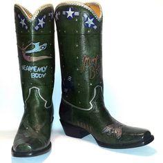 Green boots  #cotww #cotwm #instafashion #instagood #styleinspiration #fashion #shoelover #boots #style #styleguide #styleicon