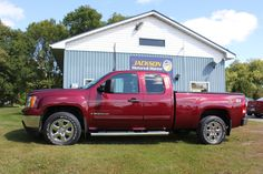 """One-Owner, Remote Start, Bluetooth, Dual Climate Control, Trailer-Brake Control, Step Bars, Tonneau Cover, OnStar, Power Mirrors, 18"""" Alloy Wheels, Traction Control and only 63,809 kms 21,888 +tax or 217 bi-weekly oac (financing available online at www.jacksonmotors.ca or call Wendy at 613-341-7800) Call Wendy, Gmc Sierra Sle, Climate Control, Tonneau Cover, Alloy Wheel, 4x4, Mirrors, Remote, Bluetooth"""