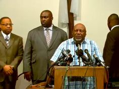 Michael Brown's family & attorneys expected to speak on autopsy report – Watch Live http://www.nbcnews.com/storyline/michael-brown-shooting/watch-live-family-michael-brown-discusses-autopsy-findings-n183066… pic.twitter.com/ukFRL5ujy7