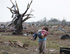 51 personas, incluyendo niños, han muerto en el devastador tornado que arrasó Oklahoma. La destrucción es terrible y se espera que se eleve el número de víctimas mortales: http://washingtonhispanic.com/nota15001.html