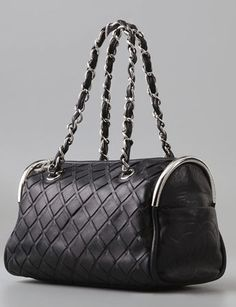 Chanel Vintage Speedy Bag Would love to find this bag. Perfect size.  Vintage Bags 93b7e76b19d04