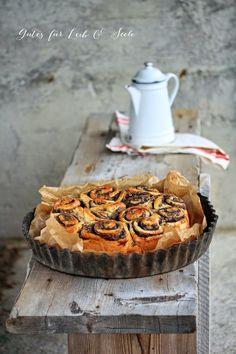Wer möchte ein Stückchen Apfel-Mohnschneckenkuchen von gutesfuerleibundseele.blogspot.co.at? mit Kaffee? Tee? #Rezept: http://www.kuechenplausch.de/rezept/info/163681-apfel-mohnschneckenkuchen
