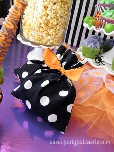 Love these black & white polka dot treat bags. Perfect for Halloween goodies!