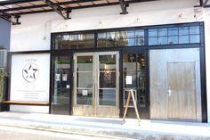 倉庫をリノベーションした住宅街の隠れ家カフェ♪ラテと手作りスイーツを召し上がれ | ことりっぷ