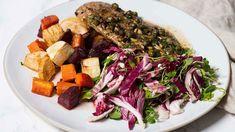 Je kunt ze koken, roerbakken, grillen maar geroosterde groenten zijn ook echt om op te (vr)eten! Probeer eens de verrassende combinatie van pastinaak, wortel en rode biet. Samen met een heerlijke kalfsschnitzel en een geitenkaassalade heb je in no time een verrukkelijke maaltijd op tafel staan.