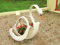 Upcycling / Recycling old tire (Swan). Made by me. Reciclagem de pneu velho (cisne), feito por mim.