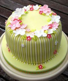 pastel de cumpleaños verde decoración con flores sorprendentes torta de cumpleaños Flores