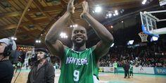 Basket - Pro A - Pro A : Mickaël Gelabale postérisé par Jérémy Nzeulie Check more at http://info.webissimo.biz/basket-pro-a-pro-a-mickael-gelabale-posterise-par-jeremy-nzeulie/