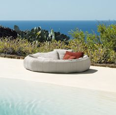 Looking for the perfect love nest or relaxation spot? Get the Ease lounge chair by Paola Lenti. The inviting circular lounger gives a whole new meaning to outdoor living.
