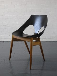 The Model C2 Jason Chair was designed by Carl Jacobs for Kandya Ltd in 1950.