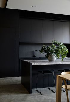 Black color and wood are a very chic combination in modern design that always looks spectacular. Especially in the modern minimalist private homes - ✌Pufikhomes - source of home inspiration Kitchen Room Design, Modern Kitchen Design, Interior Design Kitchen, Kitchen Decor, Modern Design, Kitchen Ideas, Modern Contemporary, Kitchen Inspiration, Modern Luxury