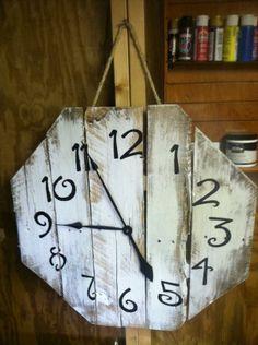 DIY Repurposed Pallet Clocks | Pallet Furniture Plans