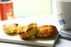 Forleden faldt jeg over disse lækre risteboller hos Wholesomeyum.com. De ligner krydderbollerne, som vi i min barndom kaldte for risteboller. Det er ikke så tit, at jeg bager LCHF brød – men …