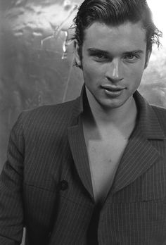 Tom Welling. I know Smallville is over. He still makes me very happy.