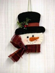 Countryside Crafts: O Christmas Tree: Frosty Snowman Ornament--This board has a lot of felt ornament ideasO Christmas Tree: Frosty Snowman Ornament - for sale on site but would be cute…Frosty Snowman Ornament - could do a large one as a 'wreath' fo Felt Snowman, Snowman Crafts, Snowman Ornaments, Christmas Projects, Felt Crafts, Holiday Crafts, Snowmen, Snowman Tree, Felt Diy