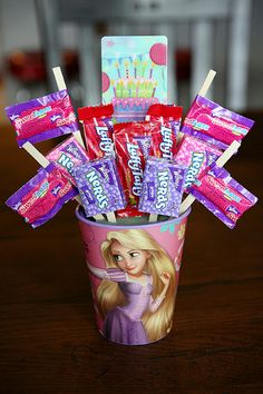 Candy bouquets. This is such a cute gift idea for kids!