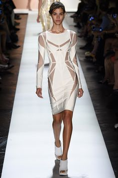 See all the Collection photos from Herve Leger By Max Azria Spring/Summer 2016 Ready-To-Wear now on British Vogue Fashion Week, Runway Fashion, Fashion Models, Fashion Show, Fashion Blogs, Max Azria, Herve Leger Dress, Fashion Designer, Vogue