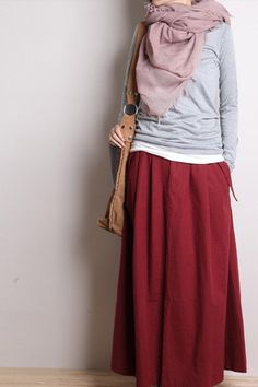 Dressing for travel in India: Long ankle length skirt, long sleeve / sleeve high neck top (out of VERY light weight material! Good versatile outfit if you are going to be travelling. Hijab Chic, Hijab Style, Hijab Casual, Muslim Fashion, Modest Fashion, Hijab Fashion, Fashion Outfits, Modest Dresses, Modest Outfits
