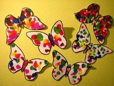 The symmetry in kindergarten: the butterfly with wings of inks - Preschool Arts And Crafts, Easter Crafts For Kids, Diy For Kids, Bug Crafts, Nature Crafts, Butterfly Crafts, Flower Crafts, Bugs And Insects, Toddler Preschool