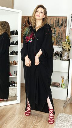 Jellaba Abaya Fashion, Muslim Fashion, Fashion Dresses, Mode Abaya, Mode Hijab, Stylish Dresses, Casual Dresses For Women, Clothes For Women, Traditional Fashion