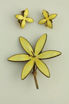 NORWAY GUILLOCHE YELLOW ENAMEL FLOWER STERLING BROOCH EARRINGS