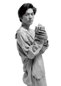 尾崎豊、未発表ライヴ音源などを収録したCD4枚組BOX
