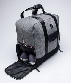 Weekender Duffle Bag / Goodale --- with a separate shoe compartment! Outlet Michael Kors, Sac Week End, Diy Sac, Mode Masculine, Travel Bags, Travel Stuff, Mens Travel Bag, Travel Handbags, Travel Things