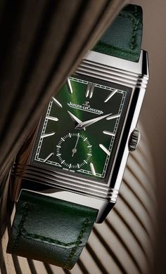 *Blog Update - Read iN!* #JaegerLeCoultre 27.4mm Reverso Tribute Monoface Small Seconds⌚️🎉 with a Green Sunray-Brushed Dial on a Casa Fagliano Strap!!…🎩